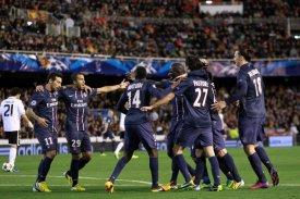 PSG-spelarna jublar efter 1 - 0 målet|