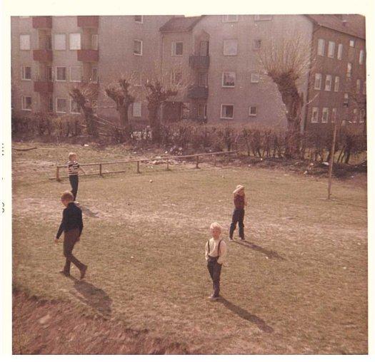 Delar av brännbollsgänget sommaren 1968 på Östra Sorgenfri i Malmö.