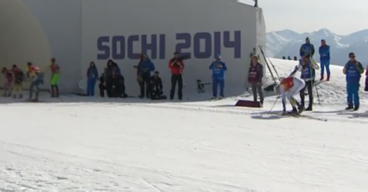 Här letar Lars Nelson efter skidan medans konkurrenterna susar iväg