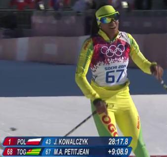 Mathilde Amivi Petitjean från Togo skär mållinjen