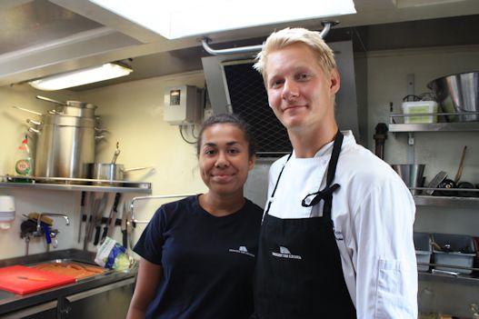 Clara-Filippa Sundell och John Larsson svarar för maten.: Gerd Persson