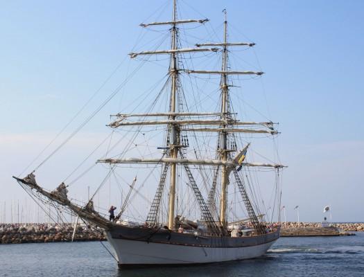 Äntligen framme. Det tyckte nog 14 ungdomar ombord från Marina Läroverket.