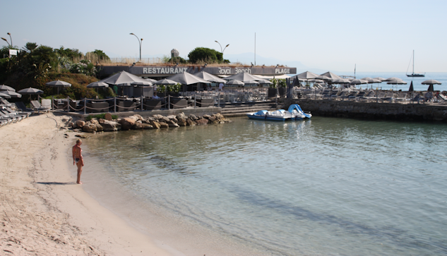 Här kombinerar man både restaurangbesök och strandhäng. : Gerd Persson