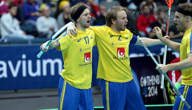 Rasmus Enström jublar efter ett av sina mål. | : Per Wiklund