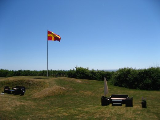 Den stolta skånska flaggan vajar högt i vinden.|Foto: Gerd Persson