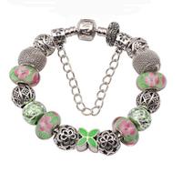 """Armband som symboliserar """"Den blomstertid nu kommer""""."""